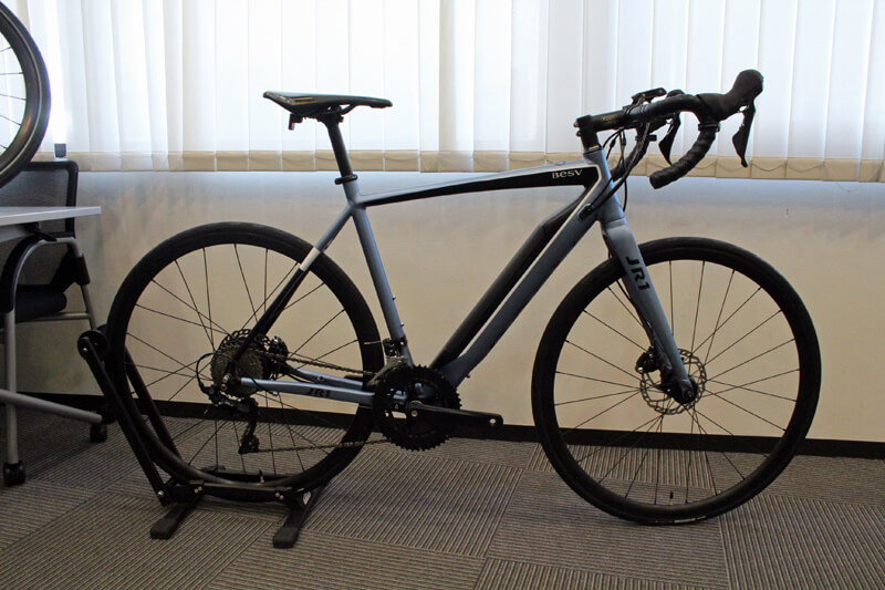 ベスビー・JR1の新色。このJR1と同じカラーが、クロスバイクタイプの「JF1」にも用意される