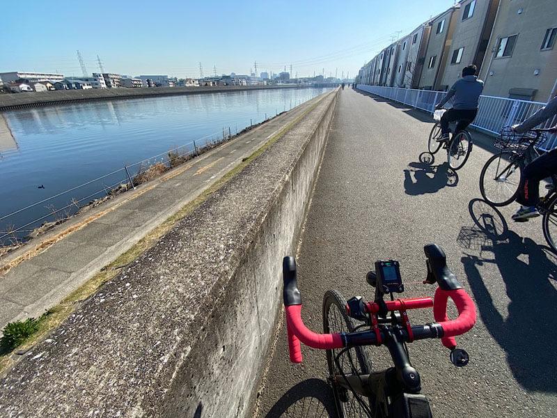 鶴見川沿いのサイクリングロード