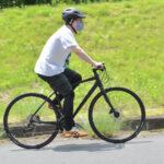 人力スポーツ自転車で上る島田くん