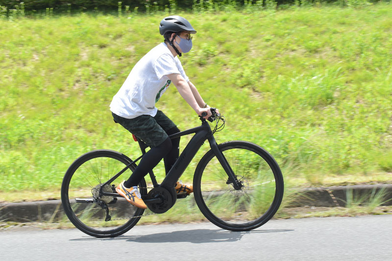 eバイクで上る島田くん